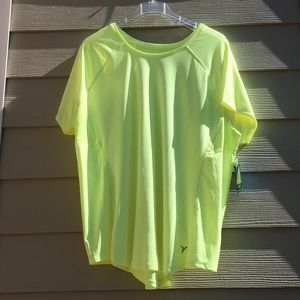 Active wear T-shirt with side vents to keep cool